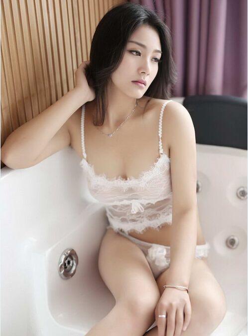 嫩模美乳展阴人体_极致嫩模美乳深沟无法抗拒私房人体艺术写真
