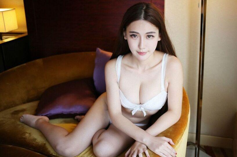 大胆美女裸体艺术摄影_美女性感人体艺术写真 酥胸和翘臀博眼球