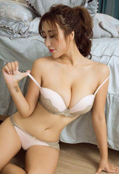 女孩人体_童颜巨乳美女大胆人体艺术写真大秀深沟