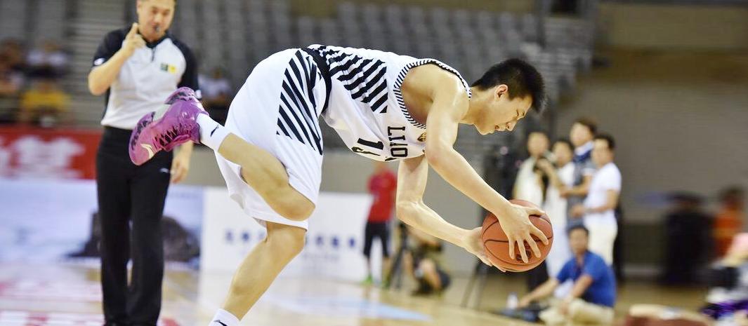 男篮精英赛:辽宁男篮出战热身赛